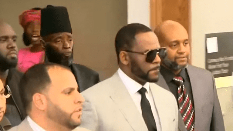 R. Kelly Held without Bond on Federal Sex Charges