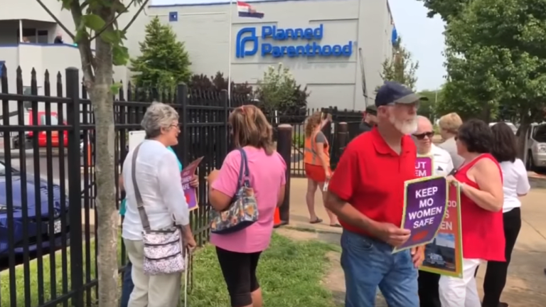 Federal judge temporarily blocks 8-week abortion law in Missouri