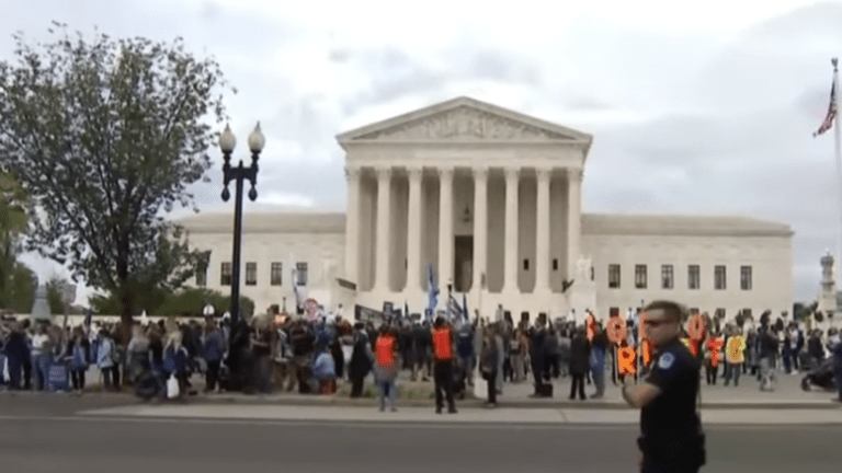 Supreme Court blocks House subpoena of Trump financial records